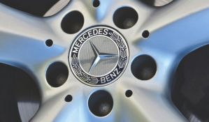 Mercedes krajem godine povlači više od 660.000 vozila zbog curenja goriva