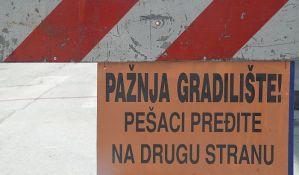 Radovi u Ulici Đorđa Rajkovića zauzimaju deo trotoara
