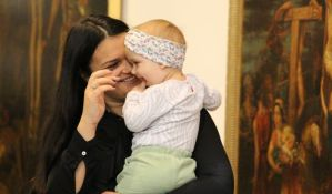 FOTO: Bebe se smejale, igrale, dremale i uživale uz klasičnu muziku u Galeriji Matice srpske