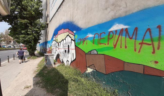 Glupost je neuništiva: Mural tolerancije u centru Novog Sada oskrnavljen parolom