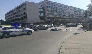 FOTO: Motociklista povređen na Bulevaru Mihajla Pupina