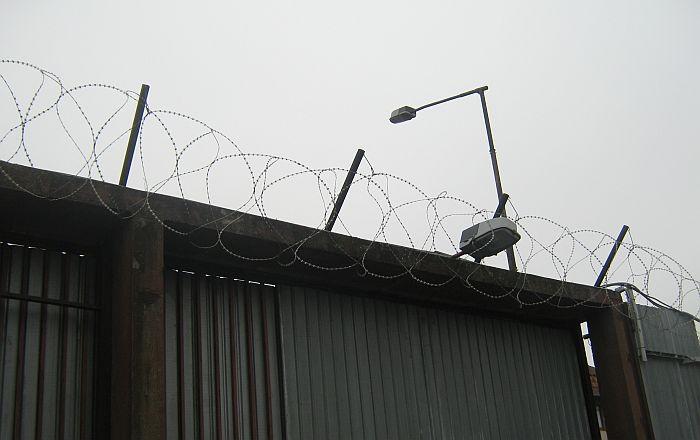 Čuvar i osuđenik u leskovačkom zatvoru nisu zaraženi virusom korona