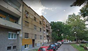 Deo fasade pao na čoveka na Podbari, troje povređenih u udesu u Petrovaradinu