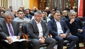 Vanredna sednica FK Vojvodina, navijači zatražili glasanje o ostavci predsednika kluba