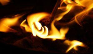 Automobil na naplatnoj rampi kod Stare Pazove se zapalio