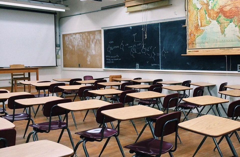 Pet profesora dobilo otkaz: Razlog je kažu podrška kandidatu za direktora koji nije kadar SNS