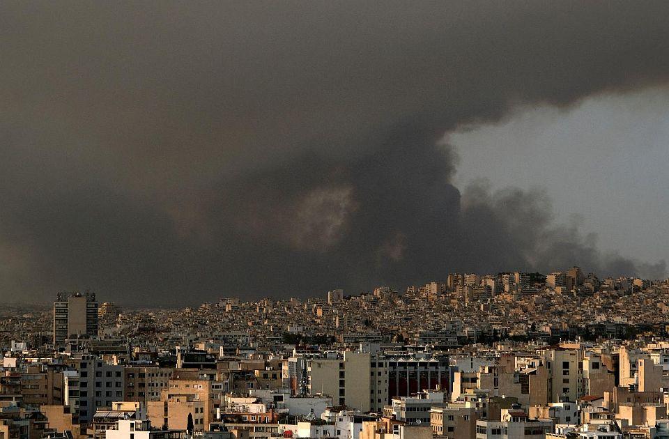 FOTO: Požari širom Grčke, Atina u dimu, letovališta za sada nisu ugrožena