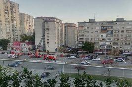 FOTO: Požar u stanu na Limanu, stanari evakuisani