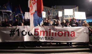 Novosađani na protestu u petak potpisuju