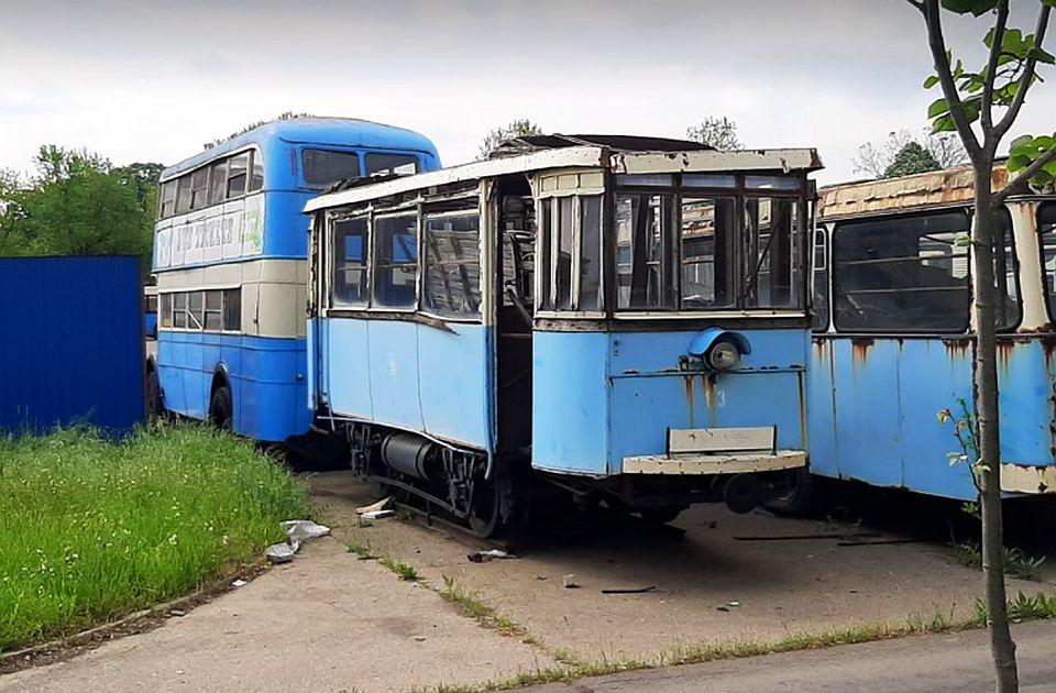 FOTO: Poslednji novosadski tramvaj propada u garaži GSP-a, novca za restauraciju nema