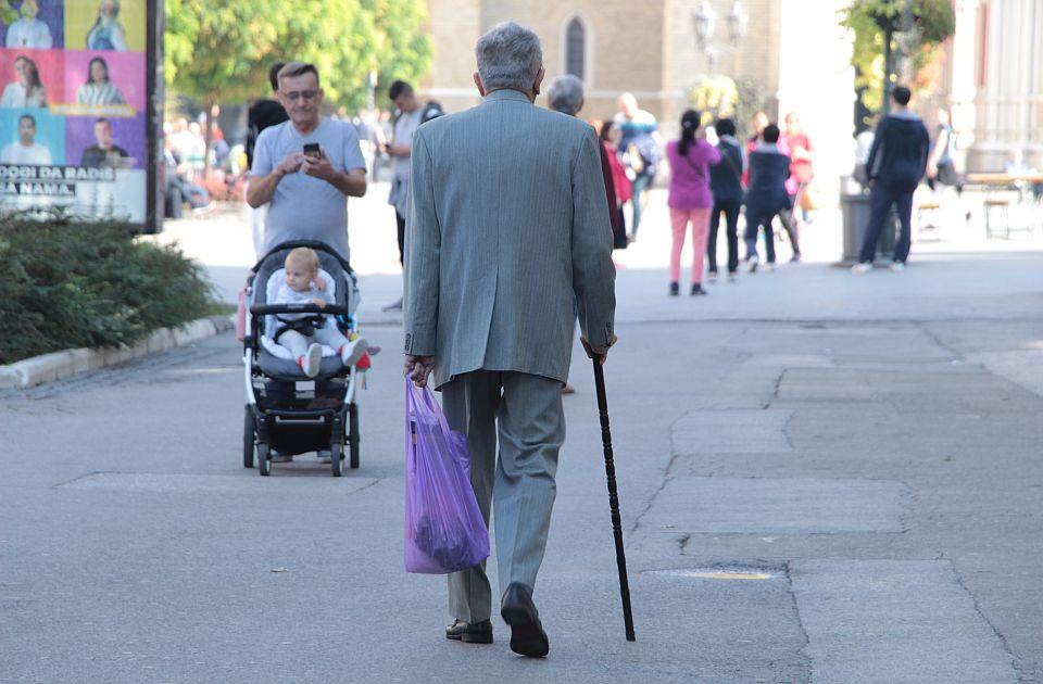 """Starih ljudi na """"socijali"""" sve više, veliki broj penzionera živi sa minimalnom penzijom"""