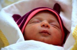 Najčešće greške roditelja koje bebama remete san