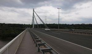 Mladići povređeni u sudaru dva automobila i kamiona na Mostu slobode