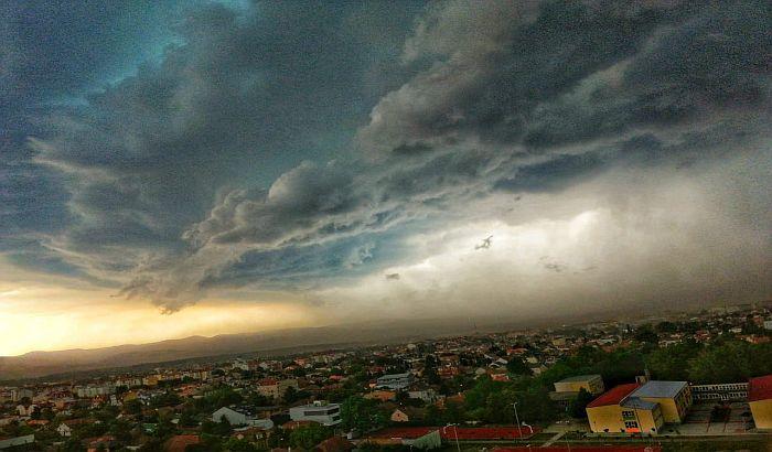 FOTO: Neverovatne fotografije neba nad Novim Sadom pre i posle nevremena