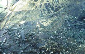 Direktan sudar mercedesa i automobila auto-škole kod Kovina, četvoro povređeno