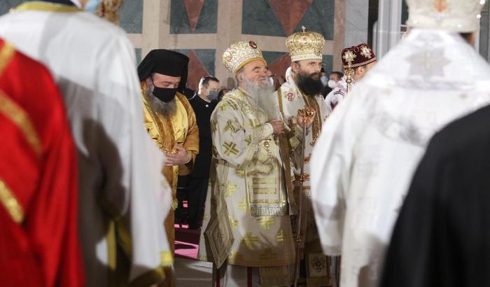 Svetske agencije o sahrani patrijarha: Crkva i ožalošćeni ignorisali mere, vlasti nevoljne da nametnu ograničenja SPC