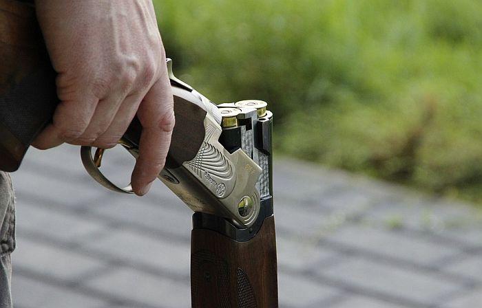 Pećinci: Oduzeta nelegalna puška meštaninu koji je maltretirao suprugu