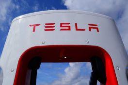 Američke vlasti istražuju Teslin autopilot zbog 23 sumnjive nesreće