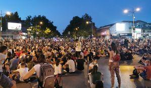VIDEO, FOTO: Održan protest u Novom Sadu, građani u dugoj šetnji zatražili oslobađanje Mirana Pogačara