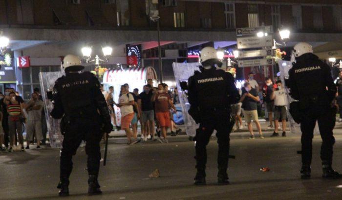 Sa protesta u Novom Sadu: Šta raditi kada vas vija policija a na semaforu crveno