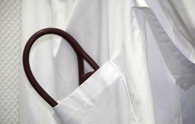 Jedina lekarka u Gadžinom Hanu doktorirala sa prosekom 9,57, nezaposlena već pet godina