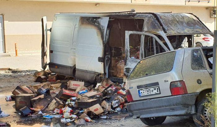 FOTO: Izgoreo kombi na Telepu, nema povređenih