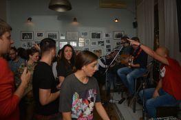 Čombe i ekipa sviraju za Novu godinu u Radio kafeu