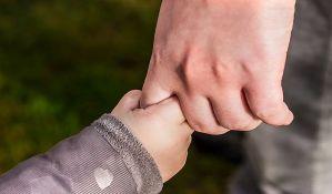 Deca mlađa od pet godina imaju veću količinu virusa korona u nosu od odraslih