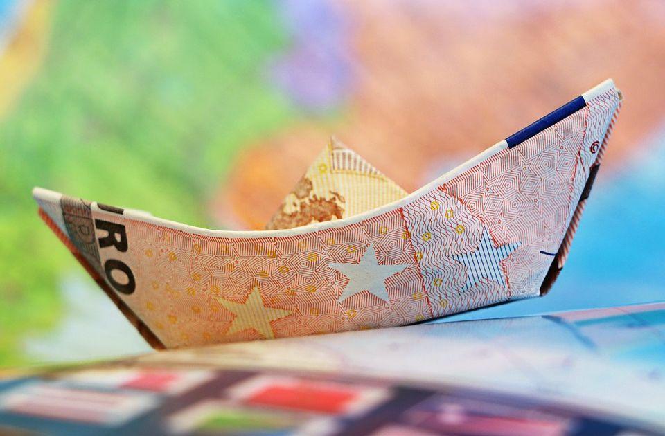 Srpske firme 2020. iznele u poreske rajeve više od milijardu evra
