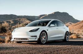 Tesla povlači 300.000 vozila - automobili zbog greške mogu sami da ubrzavaju