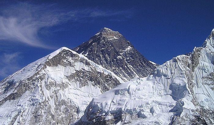 Četiri šerpasa pokušaće da se popnu na Mont Everest za pet dana