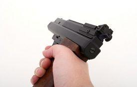 Policijski službenik uz pretnju pištoljem pljačkao trafike po Zrenjaninu