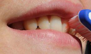 Pasivno pušenje deci kvari zube