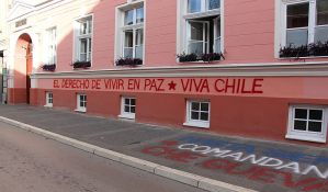 FOTO: Uklanja se grafit podrške narodu Čilea na Gimnaziji