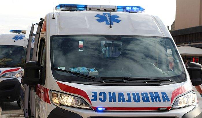 Sudar dva kamiona u Industrijskoj zoni, jedan vozač lakše povređen