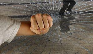Sremska Mitrovica: Učenik na času napao direktora