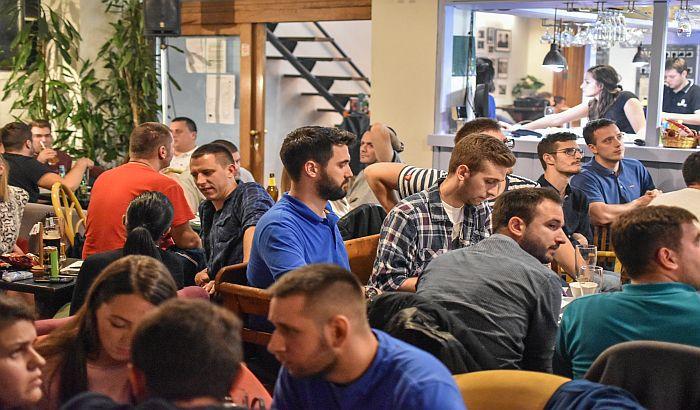 FOTO: Više od 26.000 dinara prikupljeno na humanitarnom pab kvizu u Radio kafeu