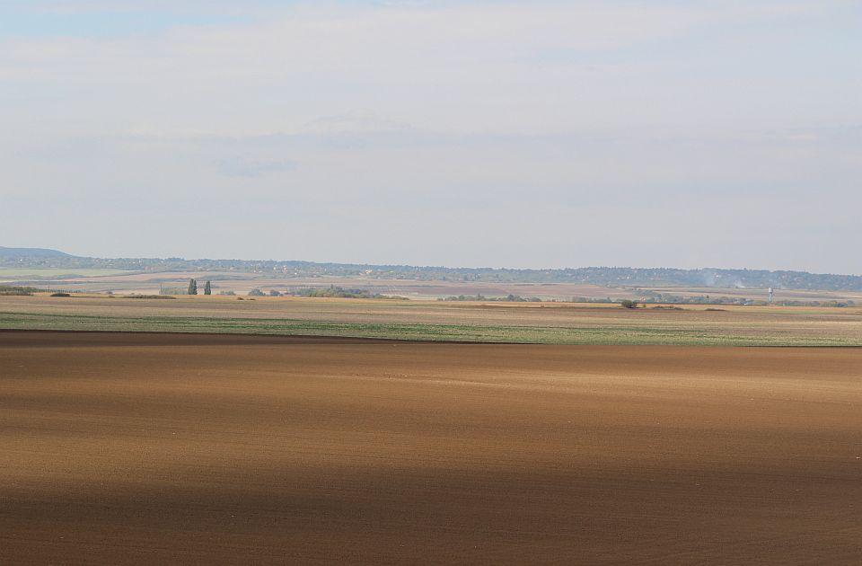 Obećana zemlja: Hektar skuplji, seljak siromašniji