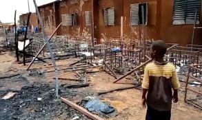 U požaru u osnovnoj školi u Nigeru poginulo 20 đaka