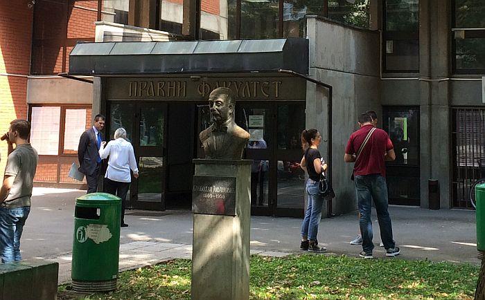 Novosadski student pisao Vučiću jer Pravni fakultet neće da mu izda uverenja o ispitima
