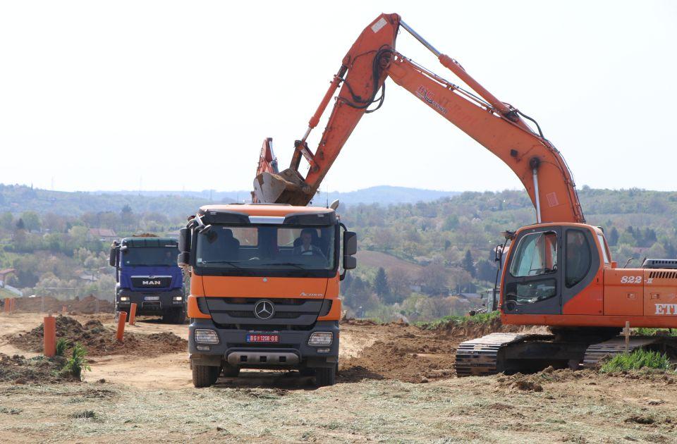 FOTO, VIDEO: Mašine pripremaju prostor za kovid bolnicu na Mišeluku, polaganje kamena temeljca u četvrtak