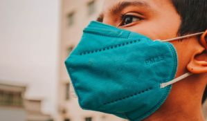 Grčki doktori trčali s maskama da bi dokazali da se nećemo ugušiti