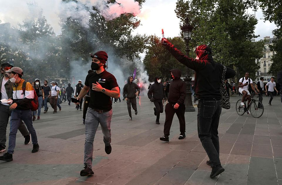 Na protestima širom Francuske oko 200.000 ljudi