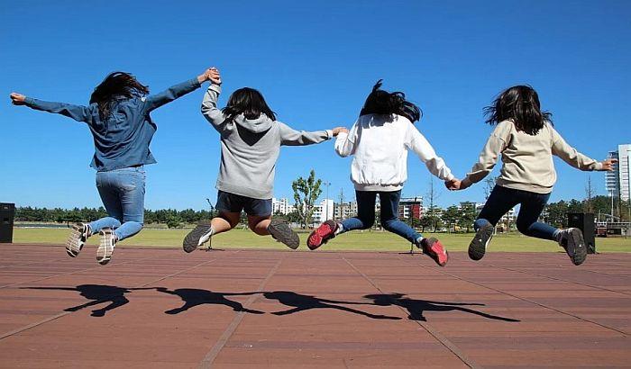 Vodič za odrastanje: Zbog čega je bitno da se deca igraju? (AUDIO)
