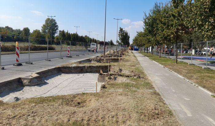 FOTO: Počela gradnja parkinga na mestu zelene površine na Bulevaru Evrope