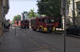 FOTO: Požar u prizemlju zgrade na Grbavici