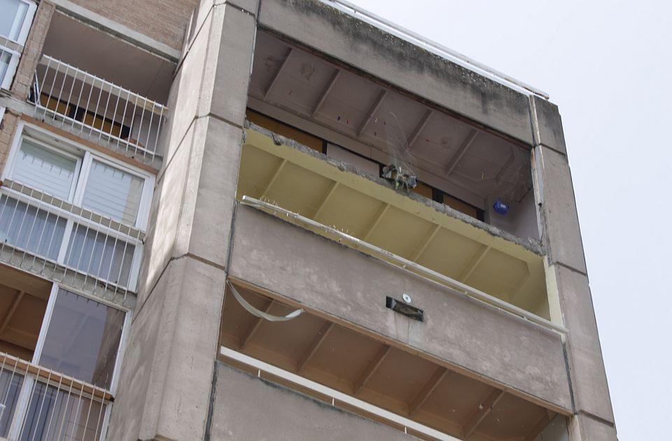 FOTO: Deo terase otpao sa 6. sprata na Limanu, mogao da ubije nekoga, čekaju se nalazi veštačenja