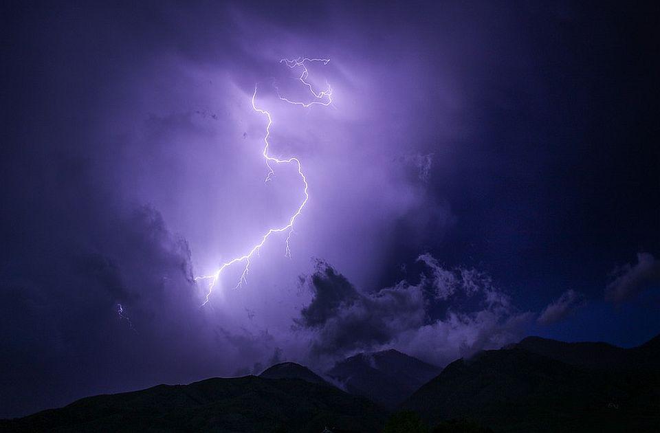 Oluje sa grmljavinom u Evropi, u Francuskoj 44.000 munja za dan