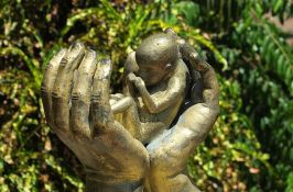 Komunikacija korisnika naknada za rođenje i negu deteta i gradske uprave mejlom zbog korone