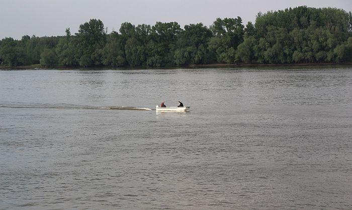 Nestao u Dunavu kod Mačkovog spruda, ronioci pretražuju reku i obale